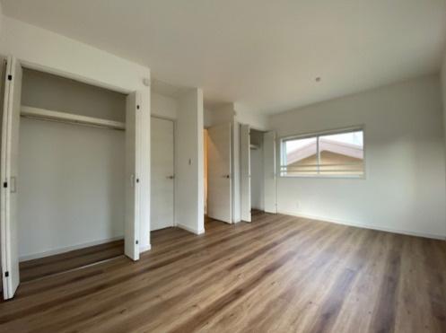 現状は9帖の洋室ですが、家族構成により4.5帖の2部屋に分割することもできます♪
