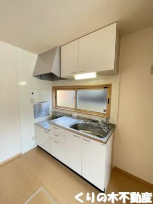 採光も取れ明るく、お料理しやすいキッチンです
