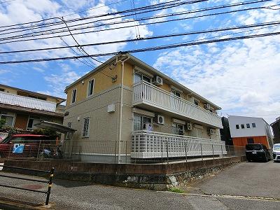 横須賀線「保土ヶ谷」駅と相鉄本線「二俣川」駅にアクセス可能なバス停まで徒歩4分!雨の日の通勤やお出かけもバス利用でスムーズです♪