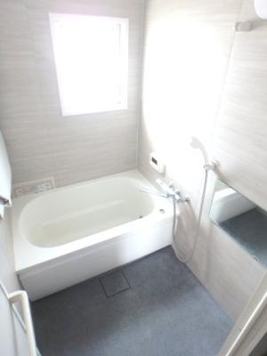 浴室に窓あり、換気も安心