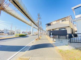 千葉市若葉区桜木北 中古戸建て 桜木駅 幅員22mの非常に余裕のある道路となっております。