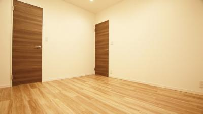 廊下側約6.5帖のお部屋です。全居室6帖以上でゆとりがございます。