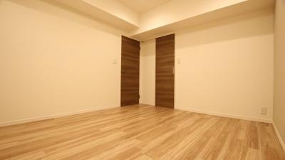 お部屋中央部分のサービスルームは約6.5帖。