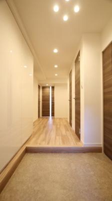 収納豊富、ゆとりのある玄関スペースです。