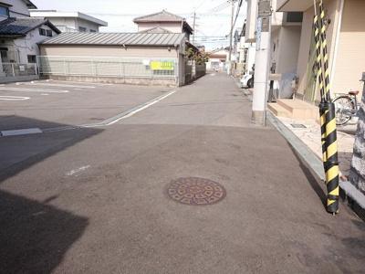 【前面道路含む現地写真】茨木市真砂1丁目 建築条件無し売土地