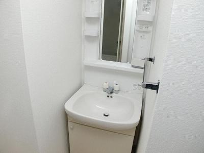 独立洗面台、朝の身支度には欠かせません