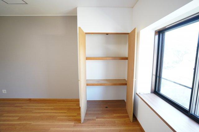 1階ピアノ室 収納はいくつもあっても嬉しいものですね。