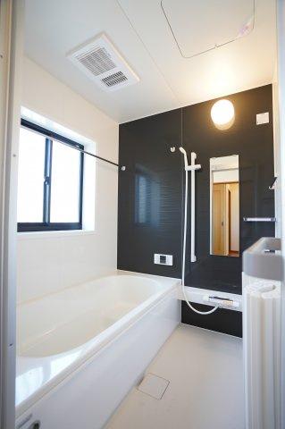 新品交換済!清潔感のある浴室です。お風呂でゆったりできます。リラックス効果期待できますよ。