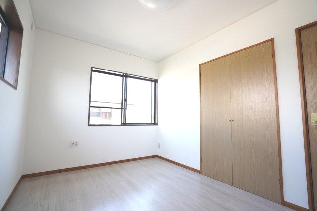 2階6帖 採光・通風のよいお部屋です。
