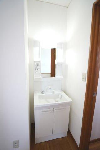 2階 洗面化粧台 2階にあるのも嬉しいですね。