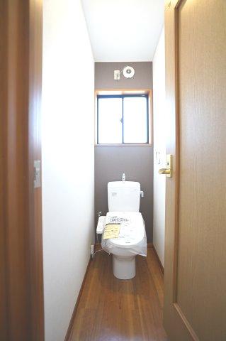 新品交換済!2階 シャワートイレです。