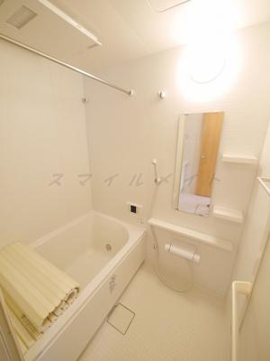 雨の日も安心の浴室乾燥と経済的な追焚機能つきです。