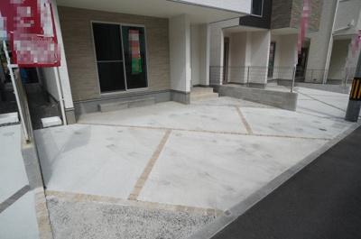 車種にもよりますが、2台駐車可能なスペース!