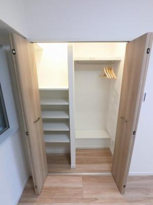 4.4帖のシステム収納です。 大容量のためお部屋を広くお使いいただけます。