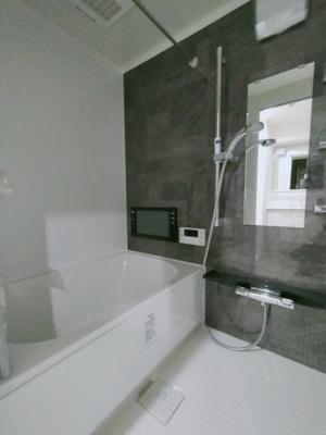 浴室はリフォーム済でカビの心配もありません。 BS対応の浴室TVが付いています!! 浴室乾燥機付なので、防カビにもなり梅雨や花粉の時期の洗濯にも安心ですね♪