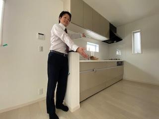 独立タイプキッチンで調理の臭いが気になる方にはお勧めです。