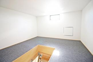 屋根裏収納庫には、シーズンオフの衣類や、普段は使わないけど大切な品物を大事に保管できます。