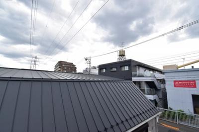 高い建物が少ないのがこの立地の特徴です。駅近の戸建てをご検討の方はぜひお問い合わせ下さい。