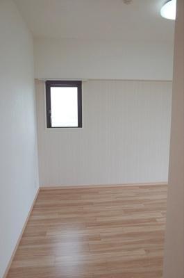 洋室約7.2帖西側の採光窓
