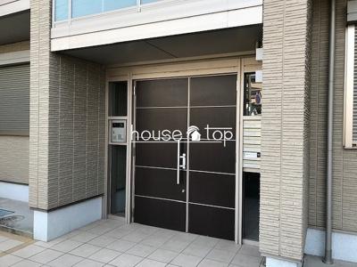 【エントランス】CASAMONTEREY(鳴尾駅・鳴尾北小学校・学文中学校区)