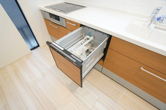 食洗機 手洗いよりも圧倒的に時短になるので、家事にかける時間を少なくし家族との時間に使うことができますよ。