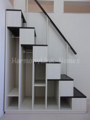 ハーモニーテラス柴又Ⅵの収納付き階段(洋服掛けとしても使用可能です)☆