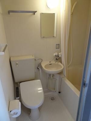 サンクレスト 3点ユニットバスで、バストイレは一緒ですが、その分お部屋のスペースを広く使え、また掃除も楽ちんです。