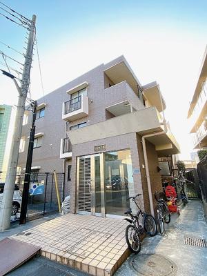 南武線「久地」駅より徒歩2分!鉄筋コンクリートの3階建てマンションです♪駅近のお部屋をお探しの方におすすめ♪