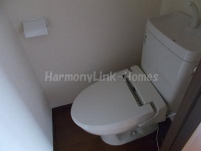 シャイニーソフト新宿落合Bの清潔感のあるトイレです