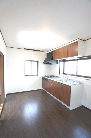 6帖 壁付けキッチンは部屋のスペースをほぼ無駄なく広く活用できます。