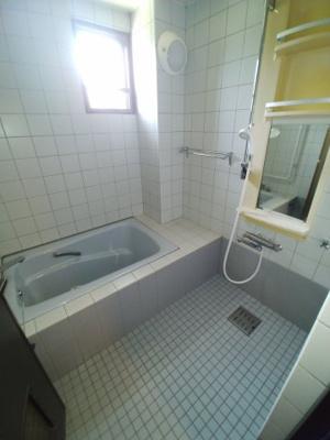 【浴室】知念知名戸建て