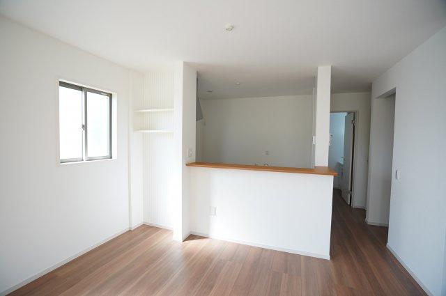 間口の広いクローゼットは出し入れしやすくたくさん収納できてお部屋がすっきりと片付きます。