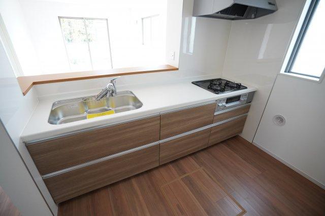 広いシンクでお料理しやすく、洗い物も楽にできますよ。