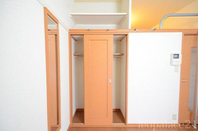 同タイプの物件写真となりま、二階床材異なります。