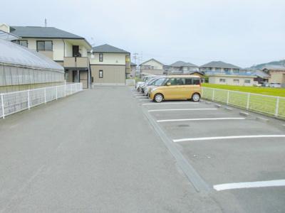 【駐車場】コンフォートB棟