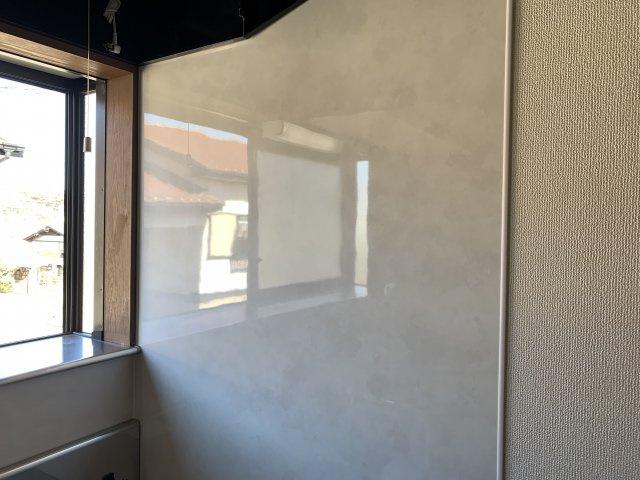 洋室の写真です。ダイニングと繋げて広々お使いいただけます。