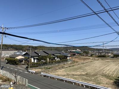南向きの和室には温かい光が差し込みます。