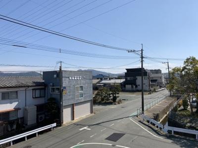 こちらの和室も二面採光で明るいですよ。