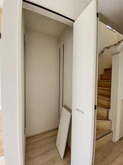 1階廊下収納