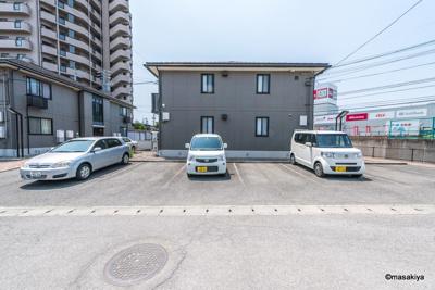駐車場2台目も有ります。