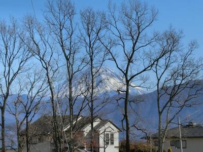 この場所から見える冬の富士山です。