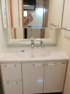 南青山Style Court 広めの洗面台 ※2階同タイプ室内