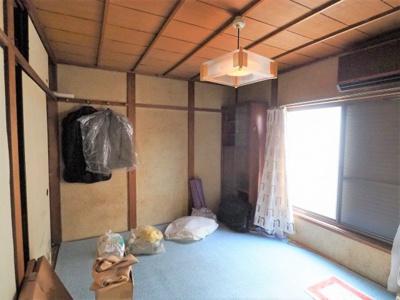 2階の和室は現状利用可能、各部屋窓・収納付きです