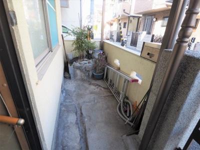 門扉の内側はガーデニングや駐輪スペースとして活用できます