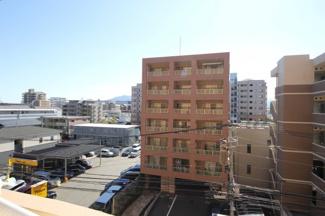 南向き5階のお部屋で、前面に高い建物がないので眺望が開けています