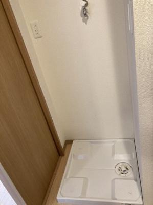 洗濯機置場は室内に完備されています。