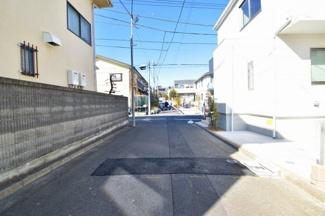 車通りの少ない静かな住宅街。