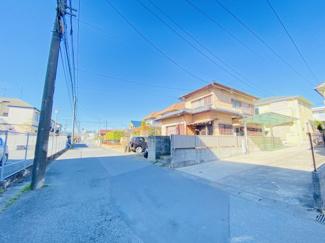 千葉市中央区都町 中古一戸建て 千葉駅 前面道路5m、交通量も少ないため、安心して駐車可能です。