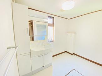 千葉市中央区都町 中古一戸建て 千葉駅 広々とした、洗面脱衣所です!ご家族が多い家庭でも安心です!