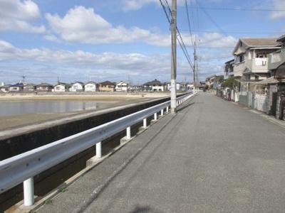 【前面道路含む現地写真】明石市魚住町西岡 中古戸建